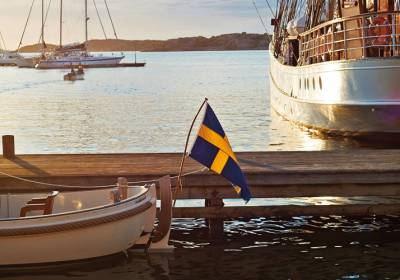 Ruotsalaiset nauttivat auringosta ja veneilystä.